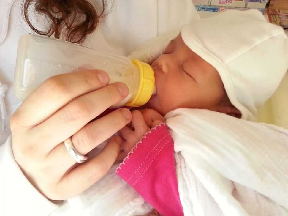 Tips on Feeding Baby Formula Feed